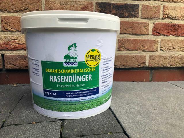 Organisch, mineralischer Rasendünger von Rasendoktor