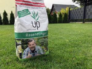 Organischer Rasendünger von up